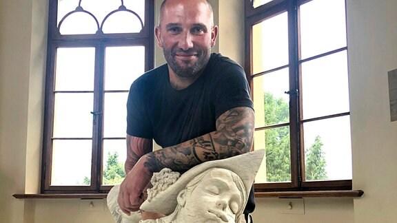 Rico hat es geschafft. Seine Skulptur ist sicher und wohlbehalten im Teepavillon des Schlosses Schwerin angekommen