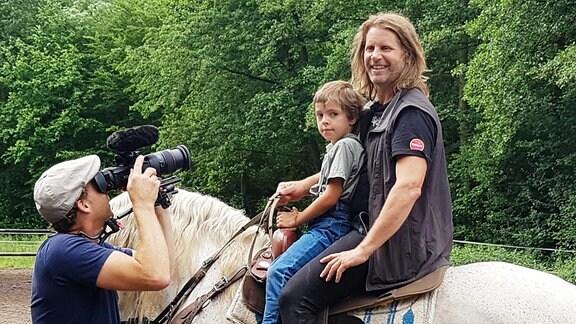 Pferdeflüsterer Rupert Isacson ist vor kurzem mit seiner Familie von Amerika nach Deutschland gezogen und selbst Vater eines autistischen Sohns.