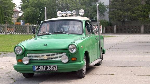 Zum  PickUp umgebauter ehemaliger Trabant-Kombi.