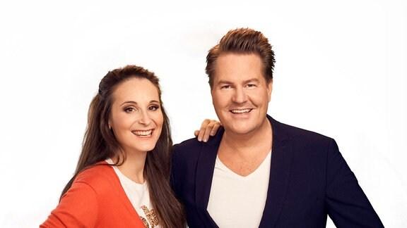 Moderatorenteam Sarah von Neuburg und Lars-Christian Karde