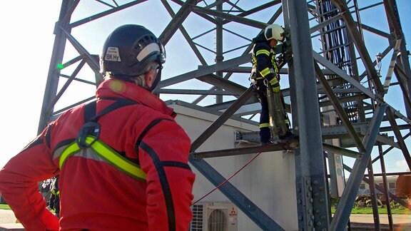 Frank Haverney überwacht die Höhenrettung-Übung des Grundkurses