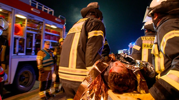 Simulierte Bergung von Schwerverletzten - Nachtübung