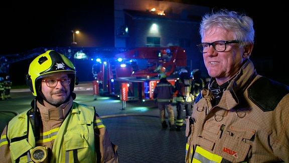 Brandrat Martin Hopfer (li) und Brandoberrat Frank Haverney - leitende Lehrer bei einer Nachtübung