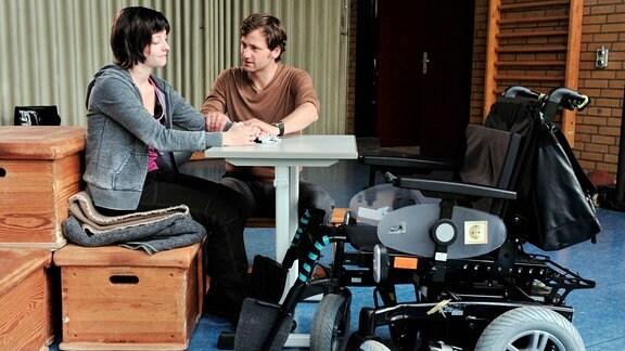 Steffi (Paula Kroh) und Albert (Florian Stetter).