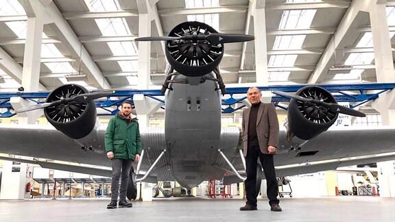 Im Technikmuseum Dessau trifft Sven den ehemaligen Piloten Gerhardt Fucke.