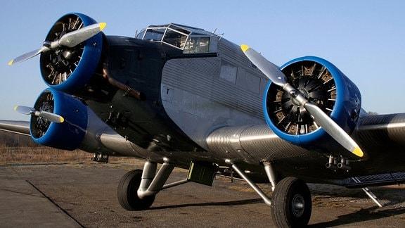 Eine der drei einzigen originalen Ju52, die noch flugfähig sind. Die JU AIR, eine Einrichtung des Museums der schweizerischen Fliegertruppen, setzt sie vor allem für Rund- und Charterflüge ein.