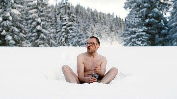 Alleine im Schnee: Georg (Josef Hader) hat es zweifellos übertrieben!