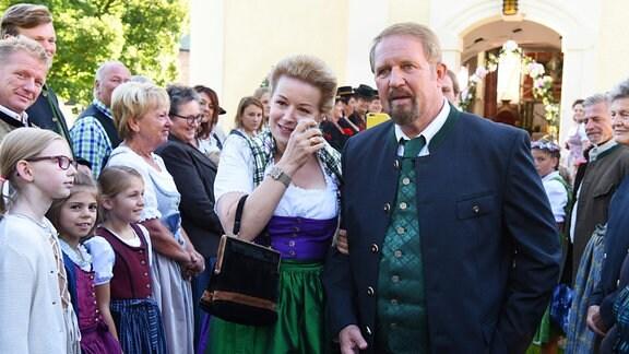 Inge (Petra Morzé) und ihr Mann Joseph Pirnegger (Harald Krasnitzer) auf der Hochzeit ihres Sohnes Peter
