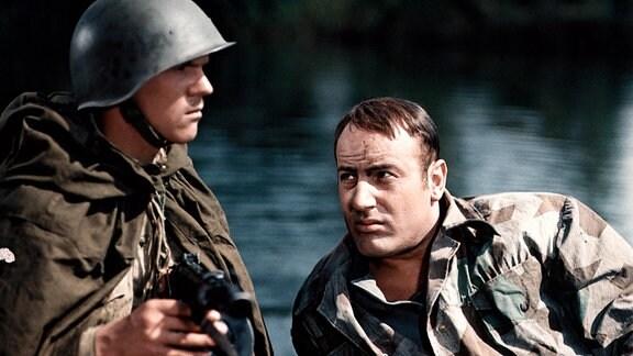 In Belorussland gerät der Soldat Hartung (Manfred Krug, r.) in sowjetische Gefangenschaft.