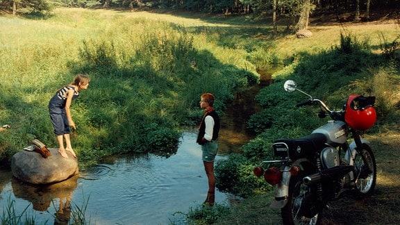 Über den Naturschutz geraten Ulla (Stefanie Stappenbeck) und Winfried in Streit (Cornelius Schulz).