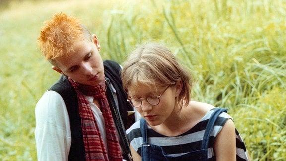 Winfried (Cornelius Schulz) hat sich in seine Mitschülerin Ulla verliebt (Stefanie Stappenbeck).