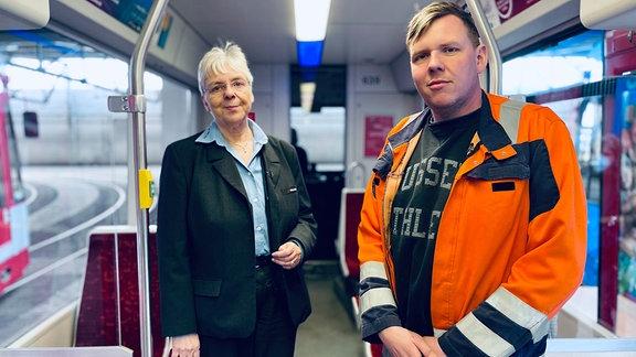 """Marina Blanke und Sohn Ricardo Blankesind eine """"HAVAG - Straßenbahnfamilie"""". Marina Blanke kennt als Fahrerin die Linie 5 nach Bad Dürrenberg aus dem """"FF"""". Ihr Sohn Ricardo Blanke ist im Vorstand der Halleschen Straßenbahnfreunde e.V."""