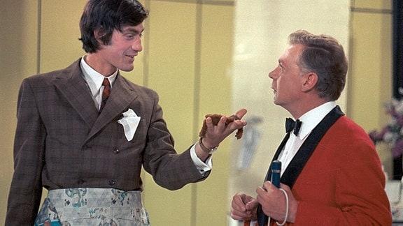 Als die bisher treusorgende Oma plötzlich heiratet, erscheint Erwin Graffunda (Winfried Glatzeder, links) als neue Perle.