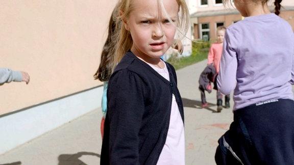 """Ich spiele kein Mädchen, ich bin ein Mädchen, sagt Nori (7). Dass bereits junge Kinder um ihre geschlechtliche Identität wissen, das zeigt der Film """"Mädchenseele""""."""