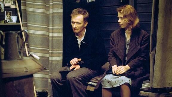 Paul (Hermann Beyer) und Hete (Renate Krößner).