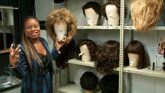 Kristina Love – in der Requisite mit den Perücken für das Tina Turner Musical