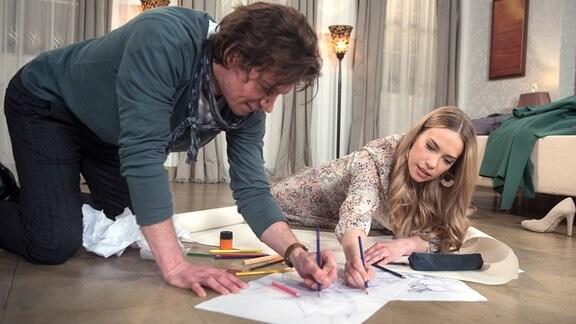 Amelie (Lara-Isabelle Rentinck, r.) genießt ihre wieder erlangte Lebensfreude mit Tristian (Anthony Paul, l.).