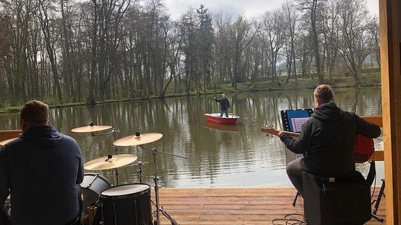 Musikprobe mit Abstand: Die Kyffhäuserland-Musikanten haben es hingekriegt.