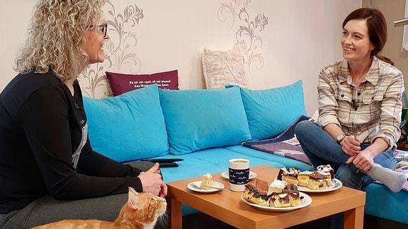 Janett Eger (rechts) und Silke Hammer im Gespräch
