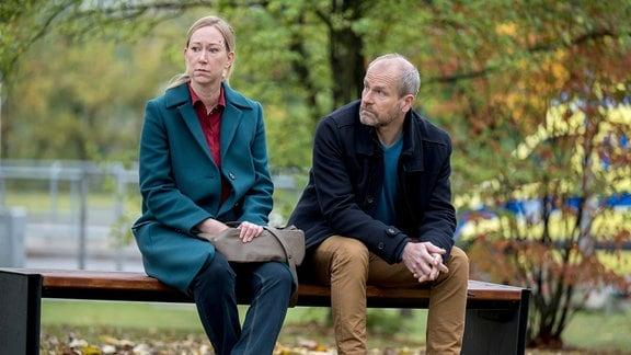 Saskia Weser (Berit Menze, l.) und Marcel Herling (Thomas Limpinsel, r.) müssen eine schwere Entscheidung treffen.