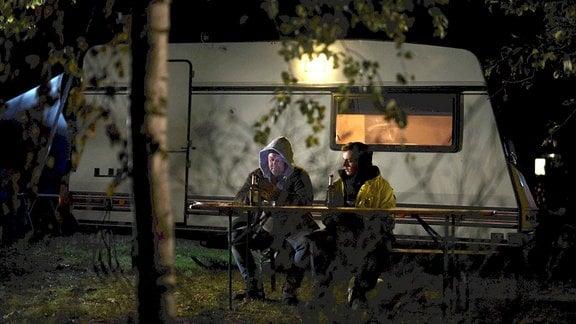 Im Moment wohnen Henryk und Sohn Dawid in einen Campingwagen. Für sie als polnische Handwerker ist es nicht leicht eine Unterkunft in Deutschland zu finden.