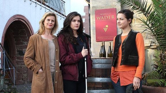 Mutter Käthe Wader (Leslie Malton, li.), Enkelin Tori (Caroline Hartig) und Tochter Anne (Henriette Richter-Röhl).