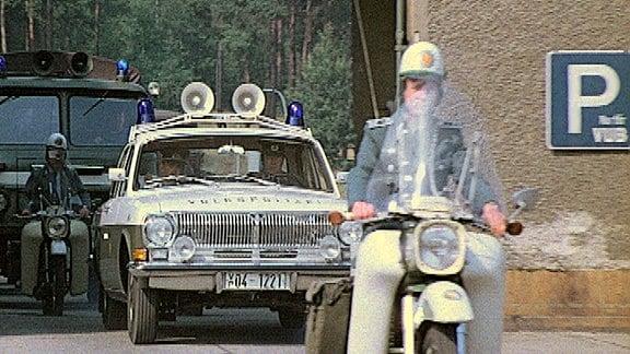 Volkspolizei-Suchmannschaft rückt aus.