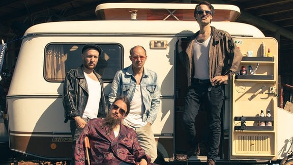 Einen ekstatischen Sommer beschwören die Männer von Gankino Circus in der ersten Single vom neuen Album