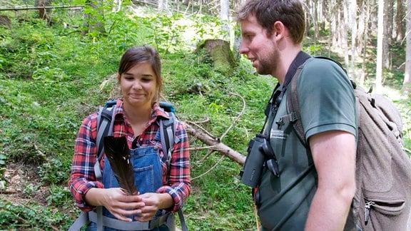 Anna lernt Förster Christian kennen. Zusammen mit Jagdhündin Nira machen sie einen Ausflug in sein Hochgebirgsrevier.