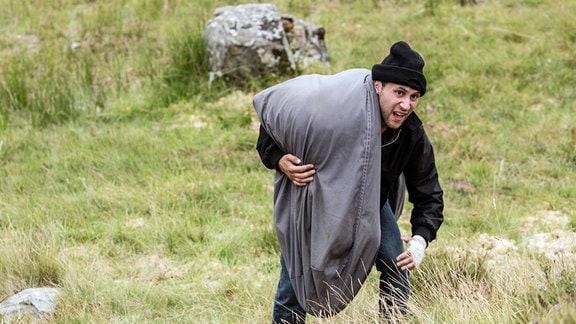 Ryan (Ludwig Trepte) bringt sein Entführungsopfer in ein entlegenes Tal.