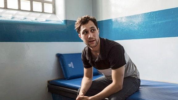 Um nicht noch länger einzufahren, verschweigt der inhaftierte Ryan (Ludwig Trepte) die Entführung