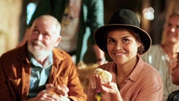 Irene (Katharina Wackernagel) ist ganz im Glück.