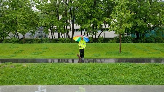 Drei Skateboarder aus dem Vogtland trotzen dem Sommerregen, um ihrer Leidenschaft nachzugehen.