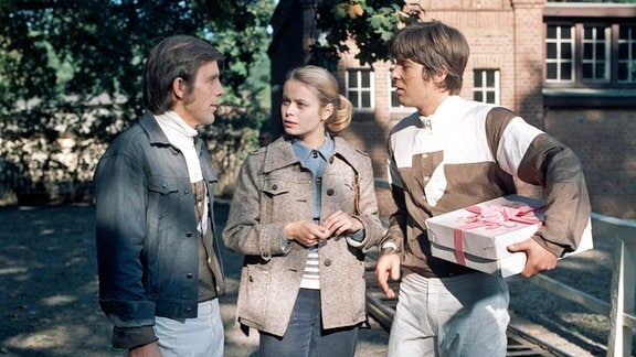 Rodeo (Wolf-Dieter Lingk), Monika Zeller (Miroslava Šafránková) und Hannes Mattusch (Hans-Georg Körbel) v.l.