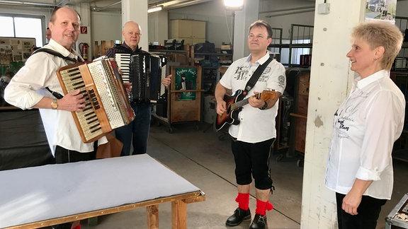 """""""De Randfichten"""" lassen Instrumente in Klingenthal warten."""