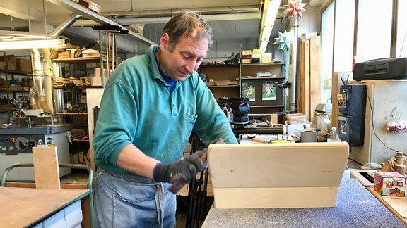 Akkordeon-Gehäuse werden klassisch aus Holz gebaut