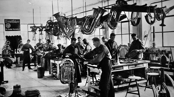 Seit Mitte des 19. Jh. kamen aus dem Vogtland auch viele Blechblasinstrumente. In der NS-Zeit erlebte die Branche einen immensen Aufschwung.