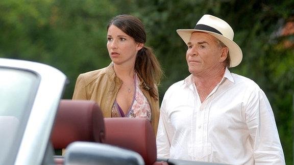 Alexandra (Sophie Wepper) und ihr Papa Wendelin (Fritz Wepper)