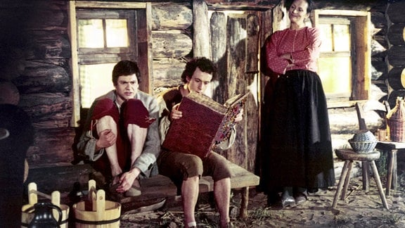 V.l.n.r.: Krabat (Klaus Brasch), Markus (Wolfgang Penz), Mutter (Irma Münch).