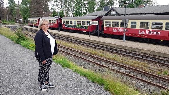 """Christiane Hopstock ist Bürgermeisterin von Schierke. Sie freut sich, dass es die Brockenbahn wieder gibt. """"Sie gehört zu Schierke, wie das Brandenburger Tor zu Berlin"""", sagt sie."""