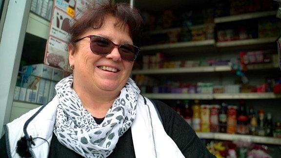 Annet Schwär fährt seit 30 Jahren mit ihrem Laden durch die Lausitz.