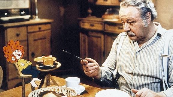 Meister Eder (Gustl Bayrhammer) und sein Pumuckl beim Frühstück.