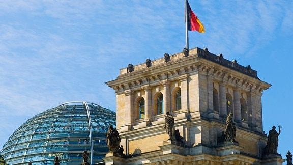 Bundestagsgebäude mit Kuppel in Berlin