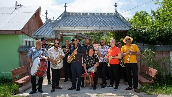 """Roma Brassband Fanfare Ciocarlia aus Rumänien, die hat ein neues Album """"It wasn't hard to love you"""""""