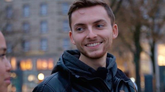 """""""Wenn man mich so sieht, gehen viele nicht davon aus, dass ich im Moment so einen großen Tumor habe und mein Leben eventuell jederzeit vorbei sein könnte"""", sagt YouTuber Philipp Mickenbecker."""