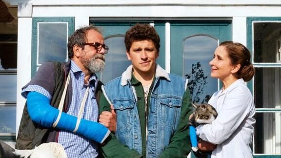 Das Tierärztepaar Henning (Matthias Brenner) und Beate (Barbara Philipp) haben ihren Sohn Martin (Oliver Konietzny) unter einem Vorwand nach Hause gelockt.