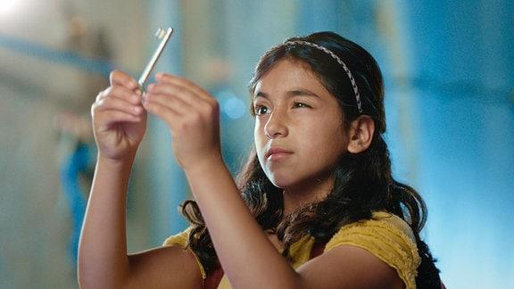 Fathieh (Roha Koshan) sammelt für ihr Leben gern Schlüssel.