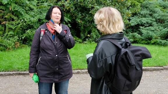 Cory aus Zwickau, hier Gespräch mit MDR-Autorin Marie Landes, erfuhr durch eine Fehldiagnose erst verspätet von ihrer HIV-Infektion.