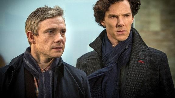 Sherlock Holmes (Benedict Cumberbatch, re.) und John Watson (Martin Freeman) legen sich mit einem übermächtigen Gegner an.