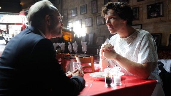 Selbst Sherlock Holmes (Benedict Cumberbatch, re.) wird aus Charles Magnussen (Lars Mikkelsen) nicht so recht schlau.
